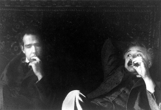 A. Einstein a N. Bohr